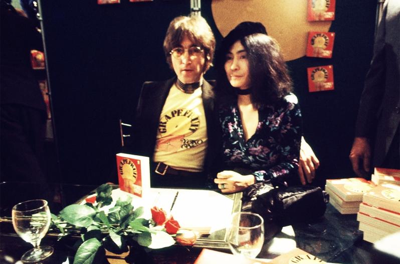 John-Lennon-Yoko-Ono-1971-choker-billboard-1548